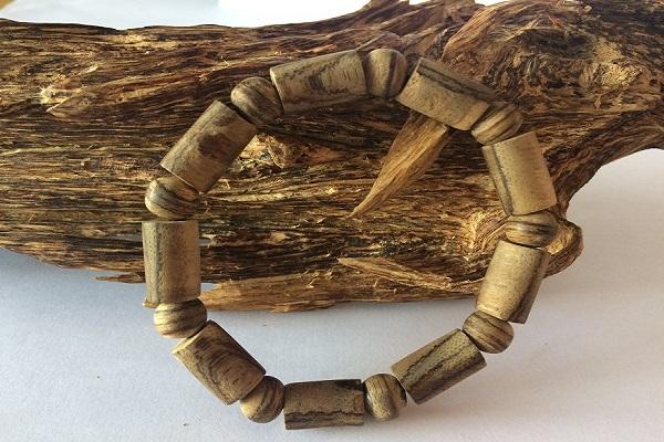 Vòng tay trầm hương đốt trúc